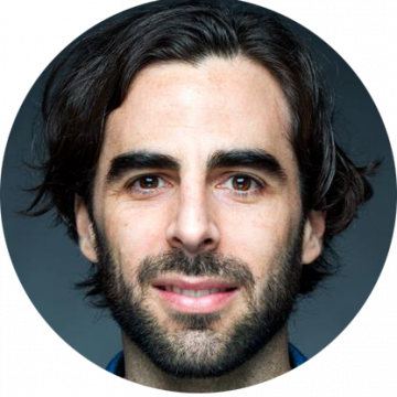 Alejandro De Mesa Spanish-Latin voice over headshot