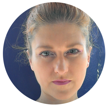 Anita Toth Hungarian voiceover headshot