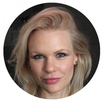 Anna Svensson Swedish voiceover headshot