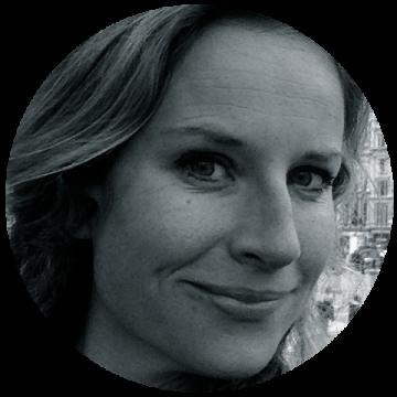 Anne B Saeves Norwegian voiceover headshot