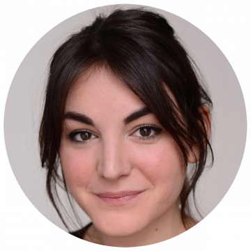 Caroline Roussel French voice over artist headshot