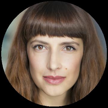Cristina Haraba Romanian voiceover headshot