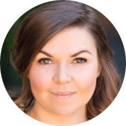 Elain Llyod Welsh Female Voiceover Headshot