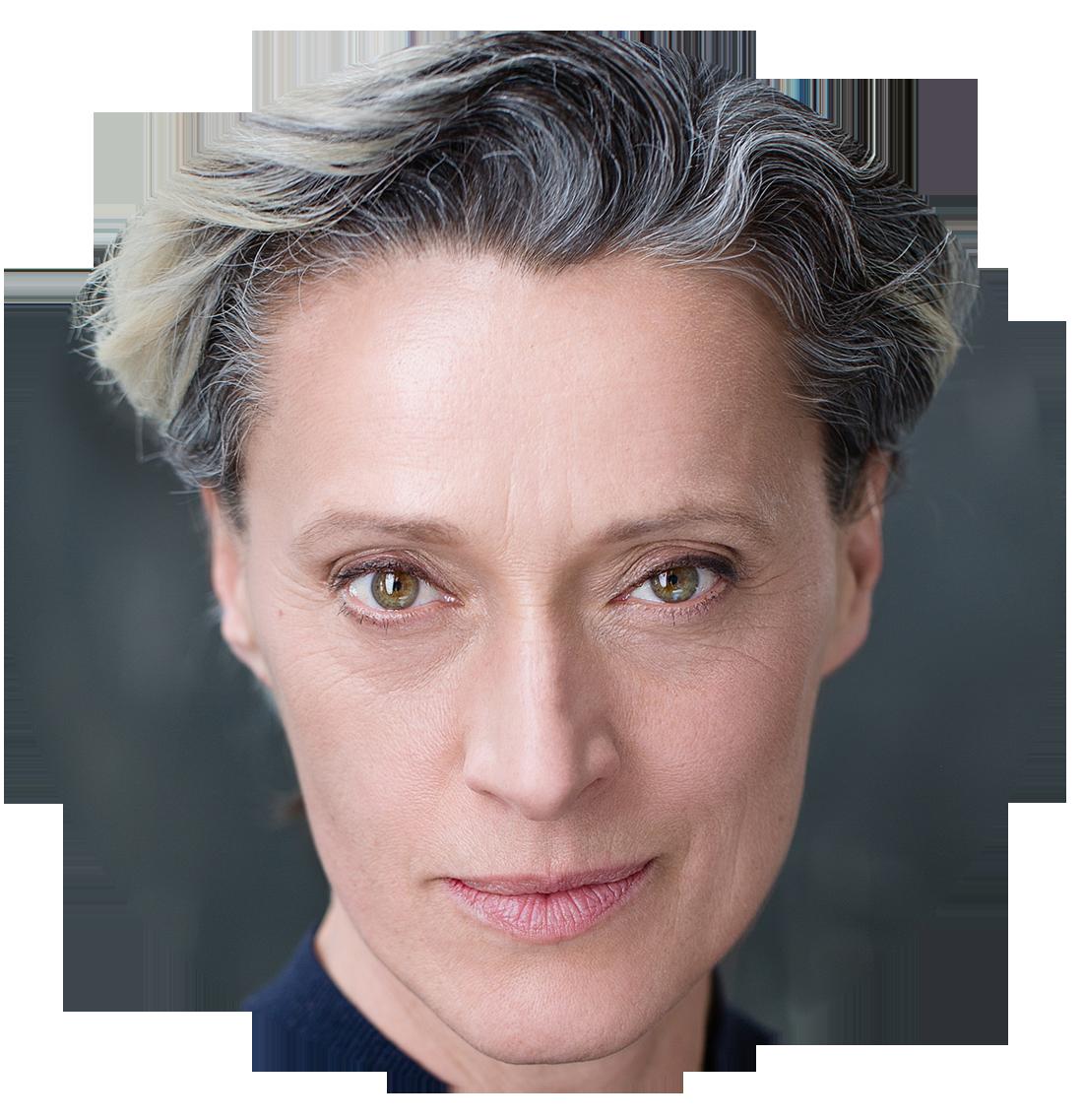 Eva Magyar Hungarian voiceover headshot