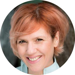 Heledd Bianchi Welsh female voiceover Headshot