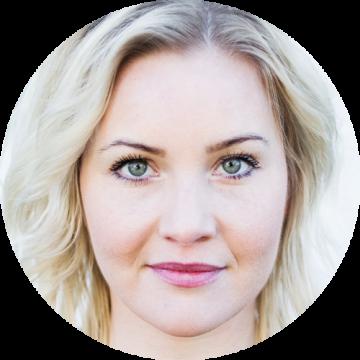 Hildur Magnusdottir Icelandic female voiceover Headshot