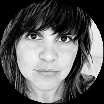 Ilaria D'Elia Italian voiceover headshot