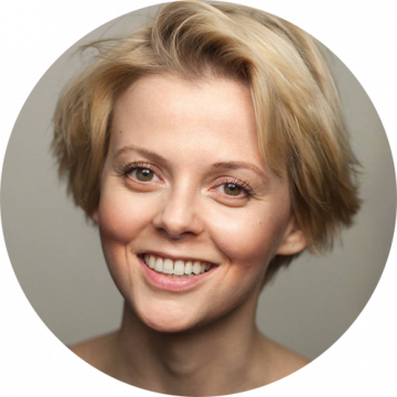 Joanna Ignaczewska Polish female voiceover Headshot