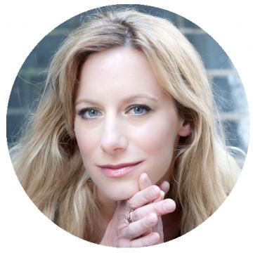 Linda Johansson Swedish voiceover headshot