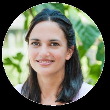Marina Koem Greek female voiceover headshot