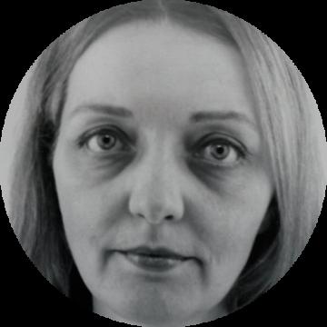 Michaela Bordessoule Czech female voiceover Headshot