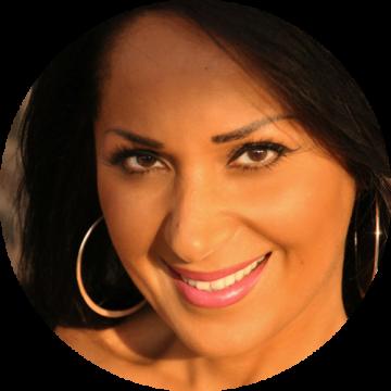 Parissa Mobasher Farsi female voiceover Headshot