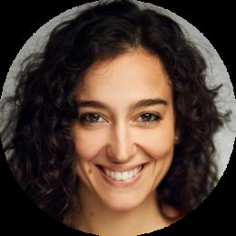 Silvia Manazzone Italian female voiceover Headshot