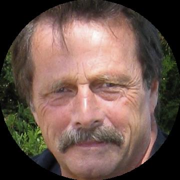 Steve Dan Mills male voiceover Headshot