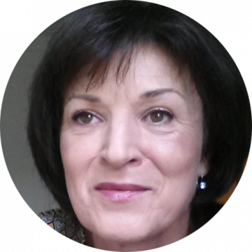 Zuzana Miller Czech female voiceover Headshot